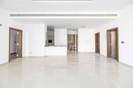 2 Bedroom Flat for Rent in Palm Jumeirah, Dubai - Spacious and Well-managed   Partial Sea View