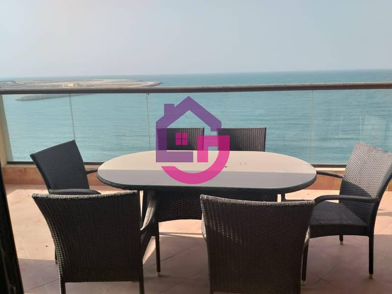 Spacious 3 Bed with Fantastic Sea View