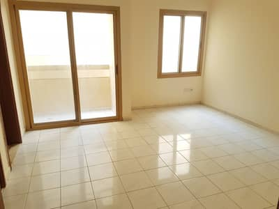 Studio for Rent in Al Mujarrah, Sharjah - SEPARATE KITCEN SPACIOUS STUDIO FLAT AVAILABLE WITH BALCONY JUST IN 13k