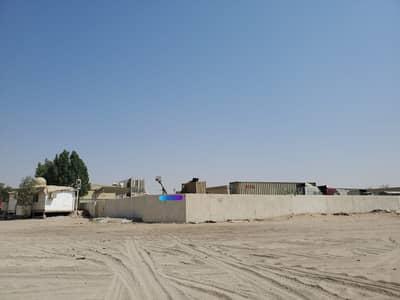 للبيع ارض بمنطقة الصجعة الصناعية بالشارقة زواية سور +مظلة