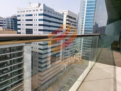 فلیٹ 2 غرفة نوم للايجار في شارع الكورنيش، أبوظبي - Elegant 2BHK with Partial Sea View / Balcony