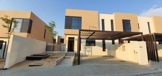 3 Bedroom Townhouse for Sale in Al Tai, Sharjah - Excellent finishing | Lavish ready 3bedroom townhouse | 2230 sqft area | price 15,00,000 | Nasma Residences