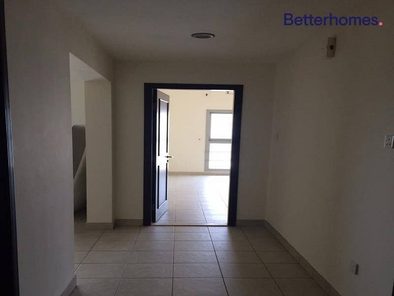 2 Vacant I Closed Kitchen | Unfurnished I Balcony