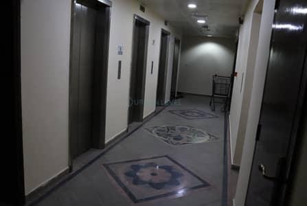 شقة 4 غرف نوم للايجار في الخالدية، أبوظبي - 4 bedroom apartment with maids room