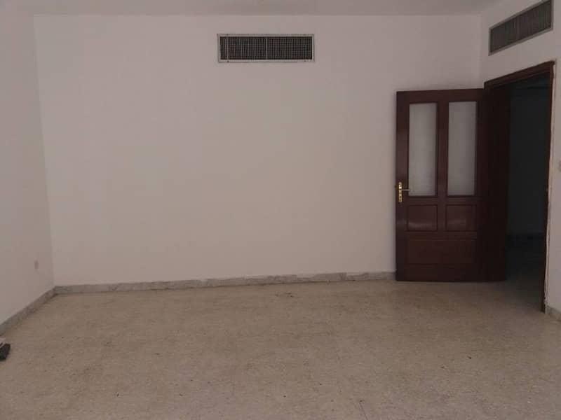 Spacious 1bhk & 2bhk in same building 40k & 45k in delma street