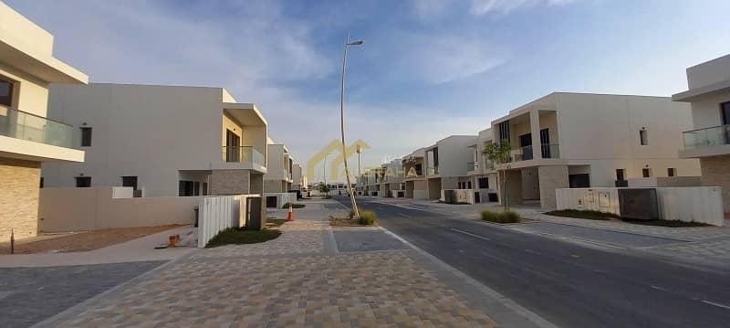 2 Yasacres |Brand new villa | 3 BR| Single Row