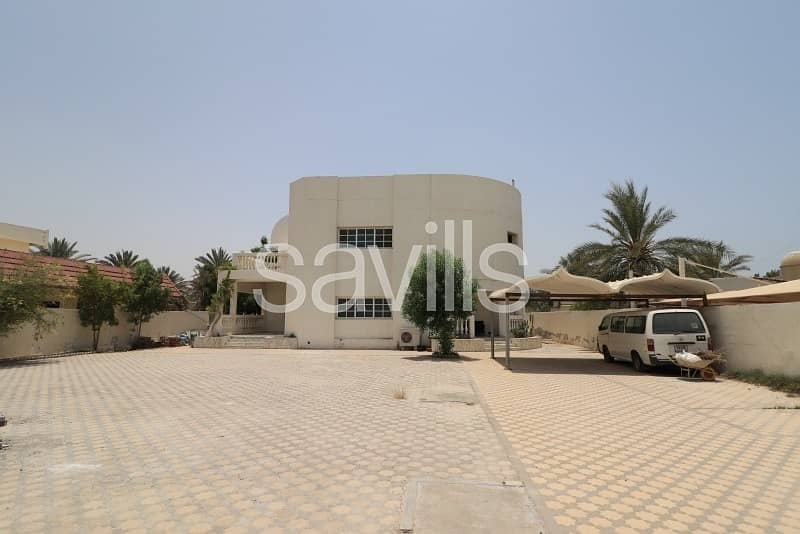 2 5 BED villa Huge plot on the main road
