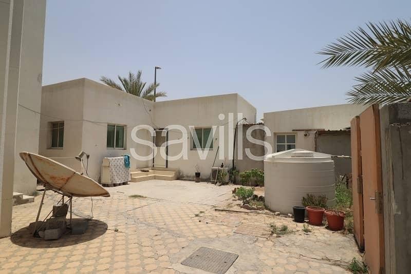 6 5 BED villa Huge plot on the main road