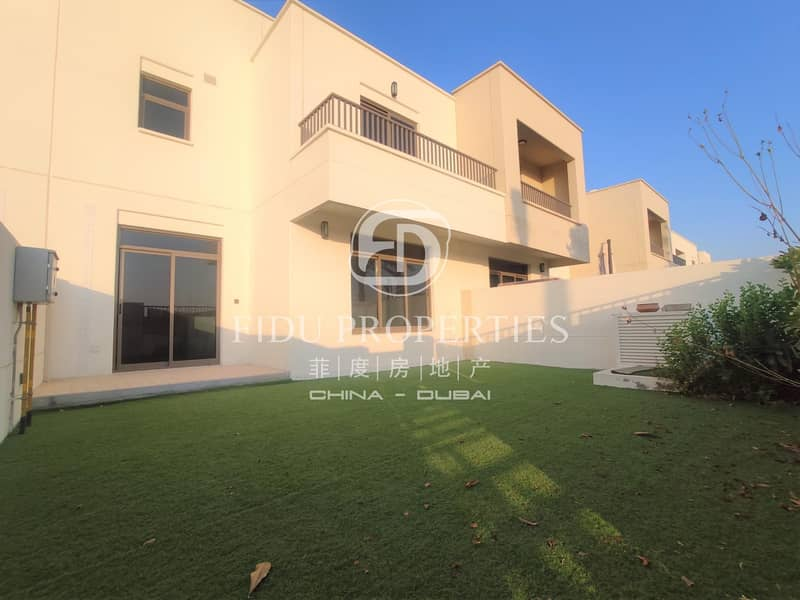 Single row | Landscaped garden | Well maintained