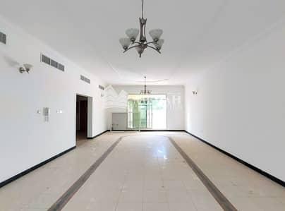 Spacious 5 Bedroom Villa in Jumeirah: with Private Garden space