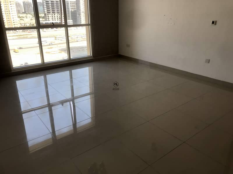 11 6 cheques - low floor -Ready to move
