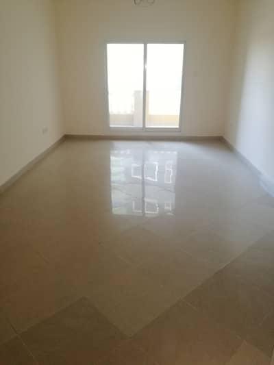 فلیٹ 1 غرفة نوم للايجار في واحة دبي للسيليكون، دبي - فيلا مطلة على الفوار من غرفة نوم واحدة مع شرفة وقاعة جرانتوان