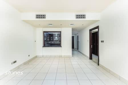 شقة 1 غرفة نوم للبيع في المدينة القديمة، دبي - Natural Lit and Spacious with Study | City View