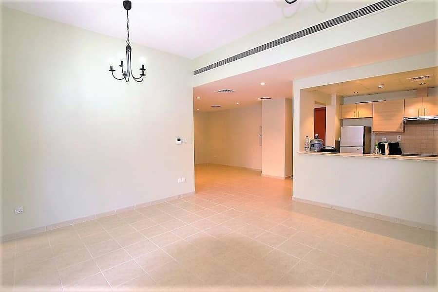 2 Private Garden   3 Bedrooms + Laundry   1 Parking.