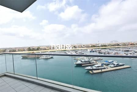 2 Bedroom Apartment for Sale in Palm Jumeirah, Dubai - On the water feeling | Amazing views | Vacant now