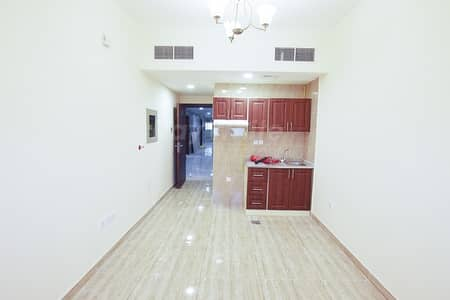 1 Bedroom Apartment for Rent in Deira, Dubai - Spacious 1 BR w/ Balcony in 6 Cheques Behind Marco Polo Hotel