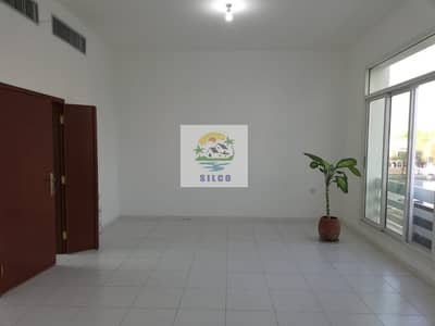 فلیٹ 4 غرف نوم للايجار في المناصير، أبوظبي - Central A/C flat with 1 covered parking
