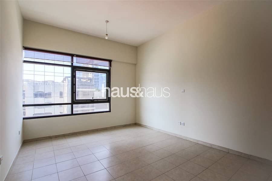 10 Exclusive | Study | Huge Living Space | 1481 sq.ft