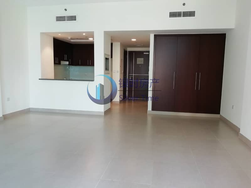 Large and spacious apartment / with balcony for rent