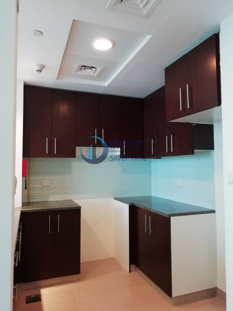 2 Large and spacious apartment / with balcony for rent