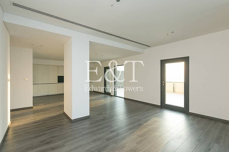 2 Upgraded Apt | Large Terrace | DIFC and Sea views