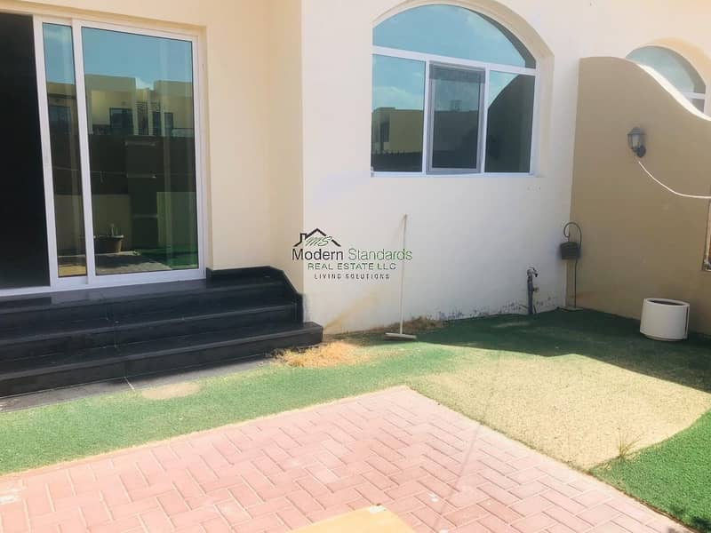 12 Spacious Townhouse For Sale near Makthoom Airport
