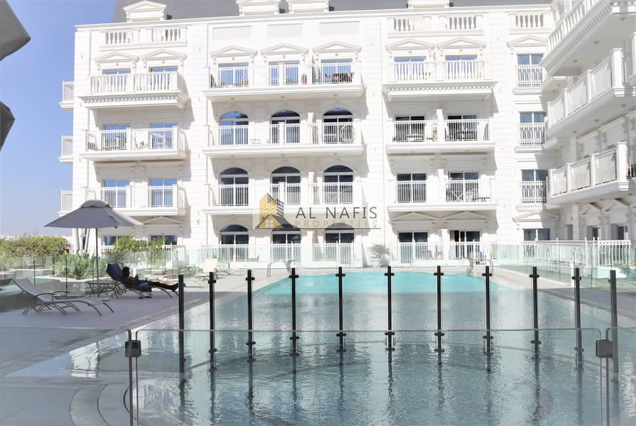 36 SPACIOUS LIVING l  Modern & Comfort l  Pool View