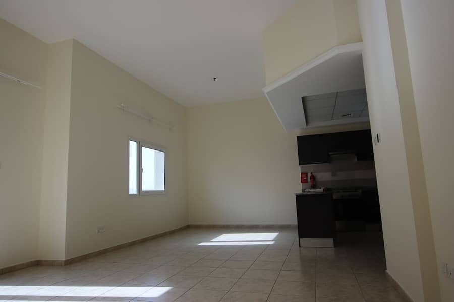 2 Duplex 2Bedrooms   Unfurnished   Balcony   Pool View