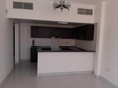 شقة 1 غرفة نوم للايجار في قرية التراث، دبي - Huge 1B/R Waterfront Hotel For Lease