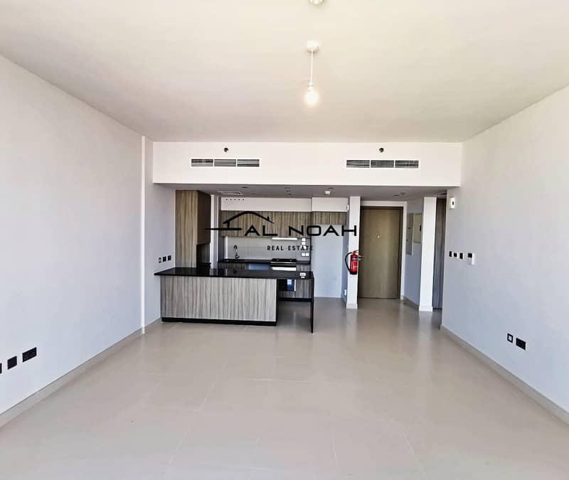 2 Vacant! Amazing Apartment in Prime Area!