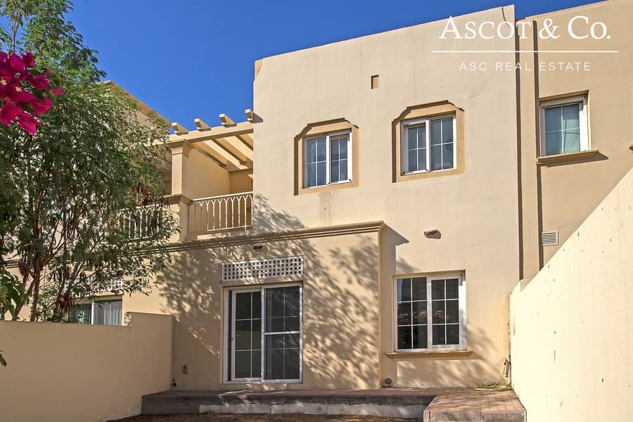 10 Bright | Quiet | Close to Pool and Park|