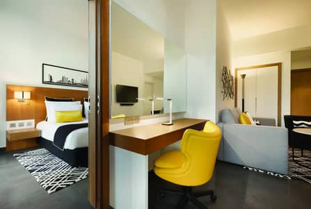شقة فندقية 1 غرفة نوم للايجار في قرية المعرفة، دبي - Bedroom and lounge