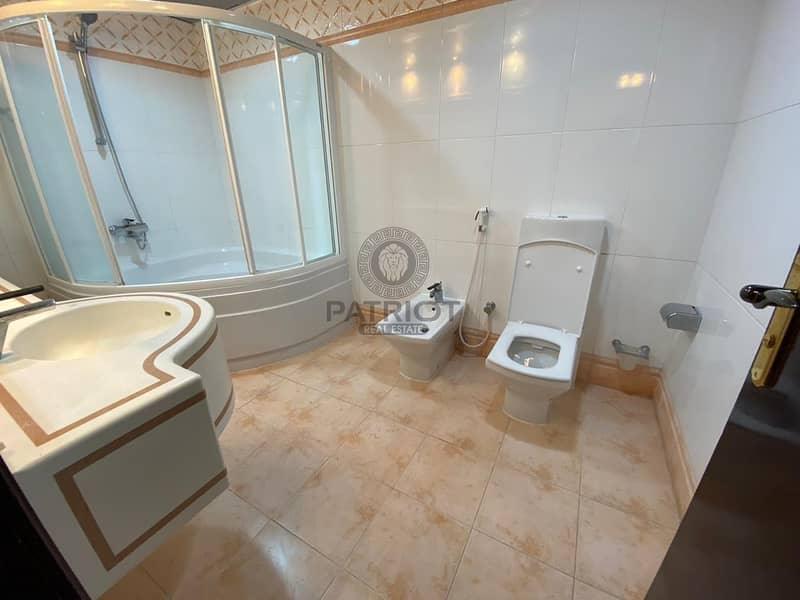 32 Luxary 3BR | Appliances | Chiller Free| Big Balcony