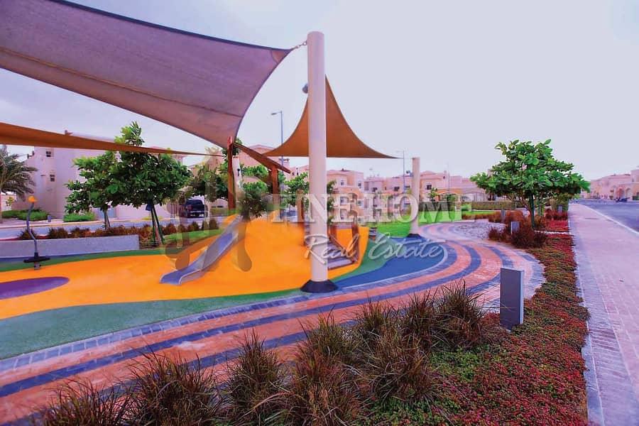 2 Your Dream Home: Corner 4BR Villa Near the Park
