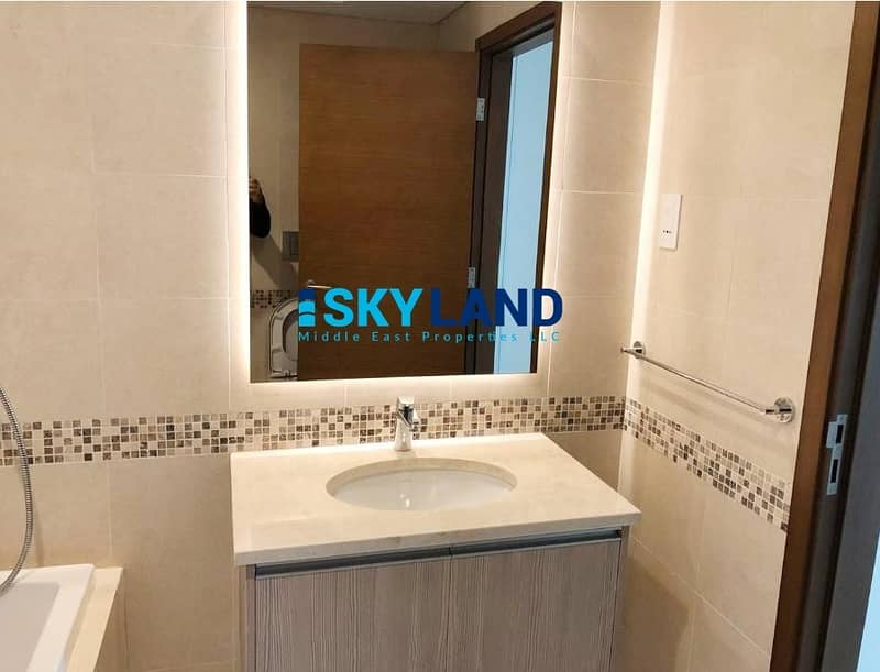 11 Vacant w/ HUGE BALCONY ! Exclusive 1Bed w/ Wardrobes