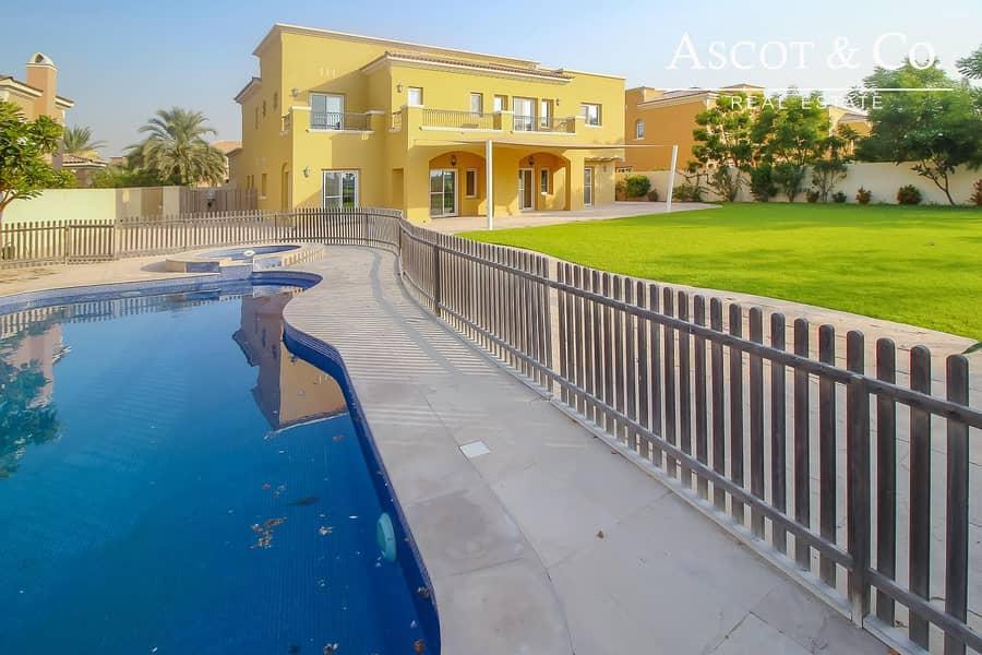 |Stunning 6 Bedroom | Golf Course | Pool