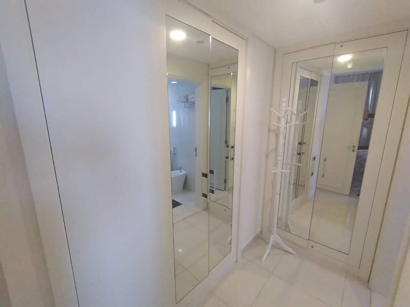 2 close to dubai mall/ Lavishing one bedroom for rent in 60k