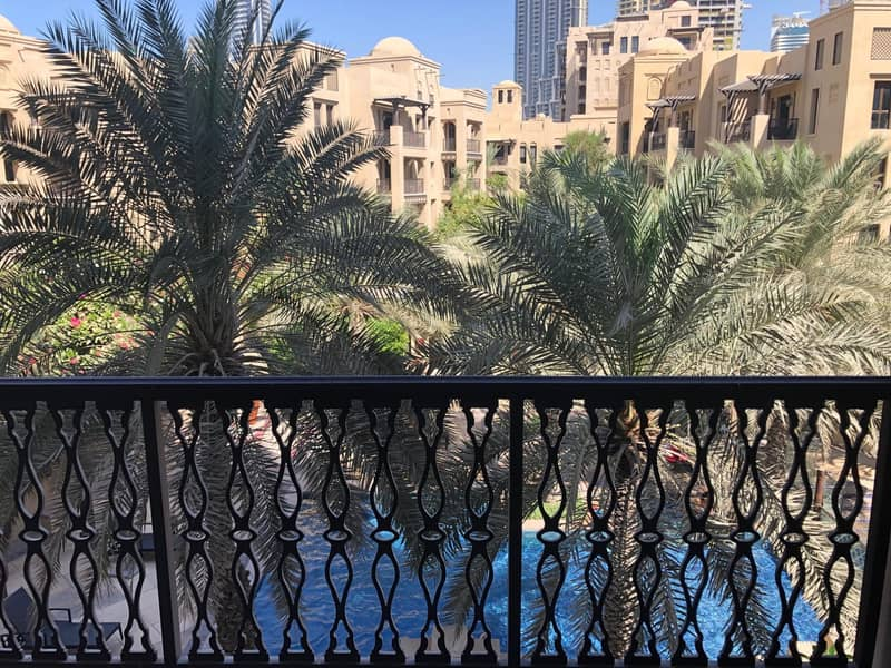 16 Pool and Burj View Exclusive Ensuite Bedrooms Well Maintained
