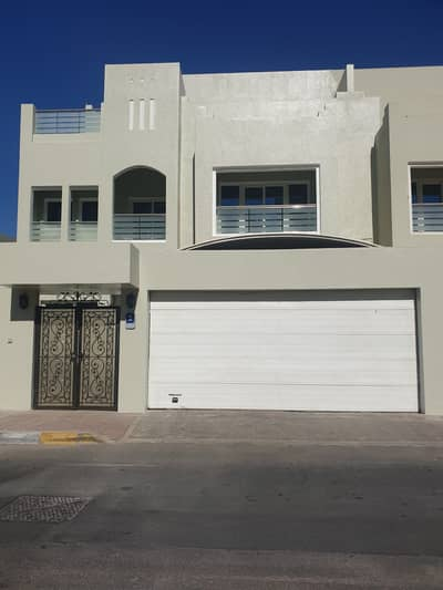 4 Bedroom Villa for Rent in Al Khalidiyah, Abu Dhabi - Direct from the owner, Good deal , an charming 4 BHK villa in a peaceful community.