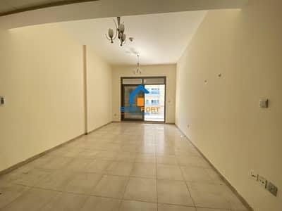 Chiller Free/Un-Furnished Studio in Hamza Tower Dsc