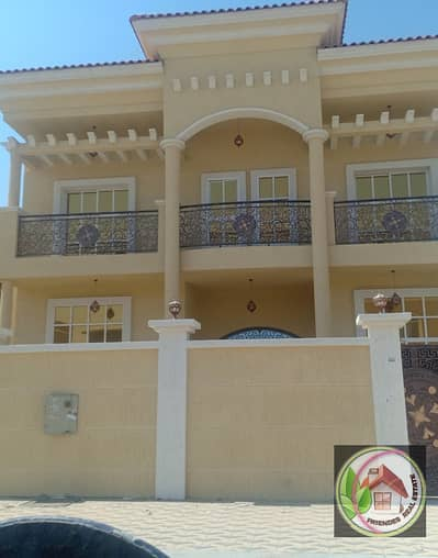 For sale villa with excellent design and fantastic price, freehold for all nationalities. Directly from the owner