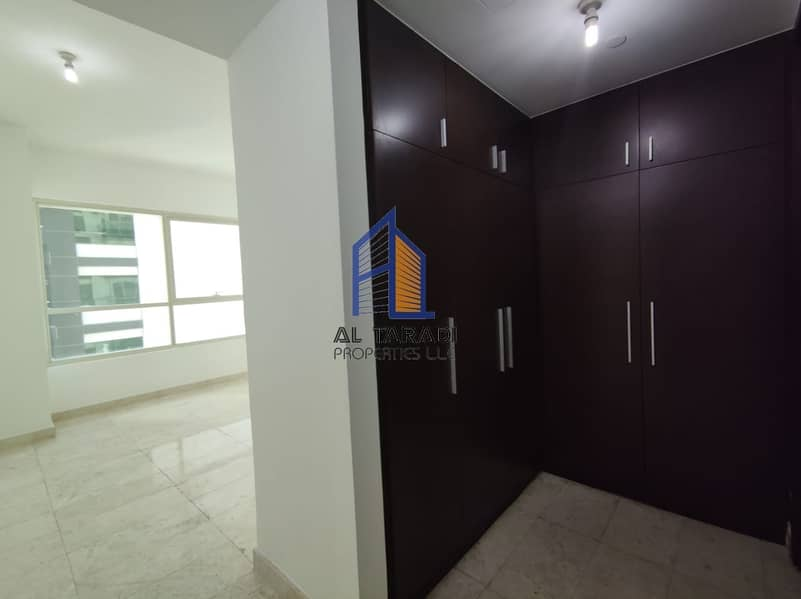 Huge Apartment With Balcony and Kitchen Appliances