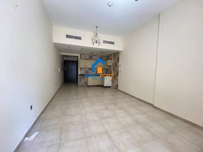Chiller Free Studio in Hamza Tower for Rent ..