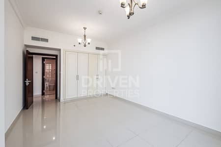 Large plus Maids Room | Full Canal Views
