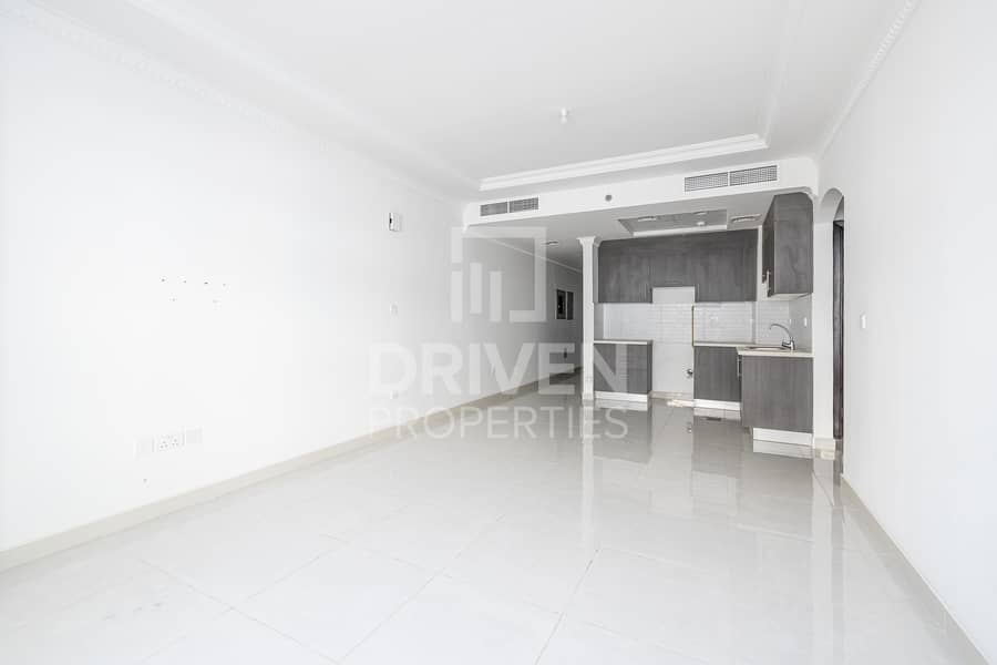 2 Prime Location | Spacious Bright 1 Bed +Study