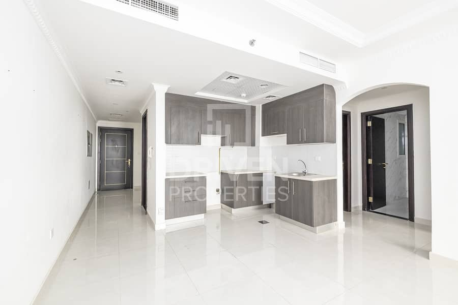 16 Prime Location | Spacious Bright 1 Bed +Study