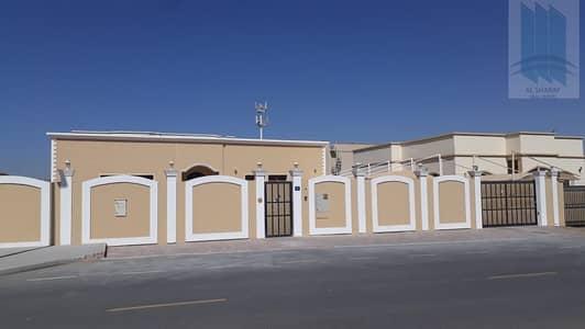 فیلا 4 غرف نوم للايجار في عود المطينة، دبي - Single floor 4BR villa for rent in prime location