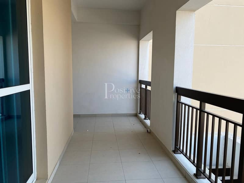 Largest Unit | 1 BR with Balcony | Closed Kitchen | 1360 sqft | 4 Cheque