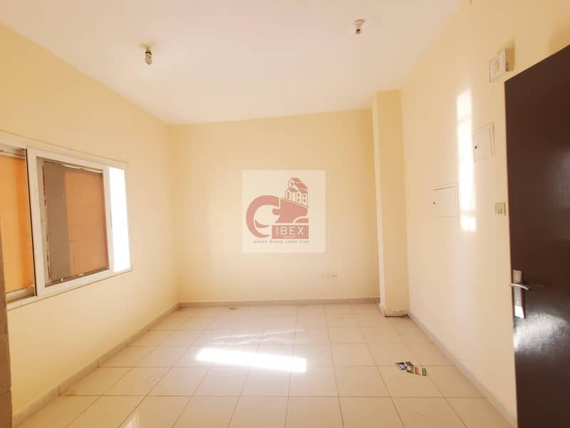 Lavish studio with saprate kitchen just in 11k at prime location in muwaileh sharjah