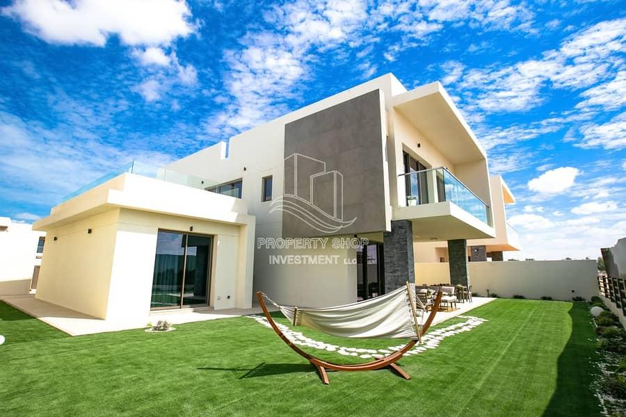 Impressive & Luxurious  Single Row Corner Villa